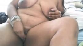 اردو سیکس ویڈیوز میں موٹی انڈین آنٹی کی گرم چوت