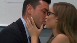 سیکس ویڈیوز میں معسوم لڑکی کے ساتھ پیار کے لمحے